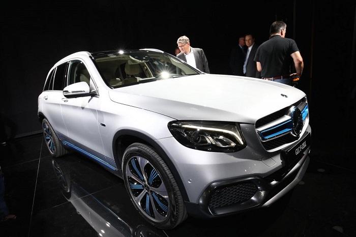 مرسدس بنز یکی دیگر از جذاب ترین ماشین های نمایشگاه خودروی فرانکفورت 2017 را به نمایش گذاشت؛ نسخه سوخت هیدروژنی اس یو وی GLC.