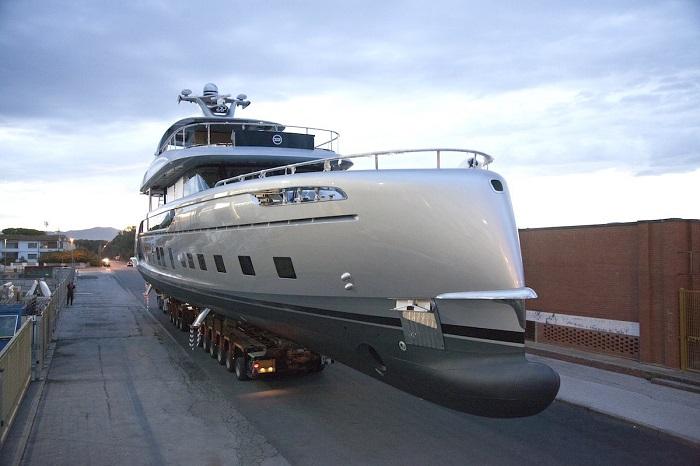 کشتی تفریحی پورشه از نوع هیبریدی بوده که به ادعای Dynamiq می تواند مصرف سوخت بهینه برای طی مسافت 3400 مایلی (5471.7 کیلومتر) را ارائه دهد. این کشتی می تواند به اندازه 21 گره دریایی حرکت کند.