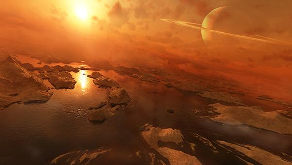 قمر تیتان به اخترشناسان فرصتی برای جستجوی علائم حیات به روشهای مختلفی را داده، همان حیات مبتنی بر آب، اما با سیستم زیستشناختی که ممکن است از هیدروکربن بهعنوان حلال بهره برده باشند