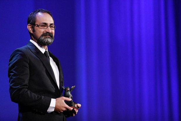 وحید جلیلوند، برنده بهترین کارگردانی بخش افق های نو در جشنواره فیلم ونیز 2017 به خاطر کارگردانی فیلم بدون تاریخ بدون امضا