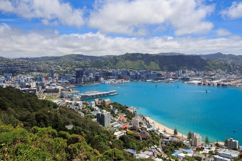 1. نیوزیلند – این کشور همچنان رتبه اول خود را حفظ کرده است. نیوزیلند از لحاظ راه اندازی کسب وکار، قوانین ساخت و ساز، ثبت اموال، گرفتن اعتبار و حفاظت از سرمایه گذاران اقلیت در مقام اول قرار دارد. اما امتیازهای آن در تجارت مرزها اندک بوده و رتبه 55 را به خود اختصاص داده است.