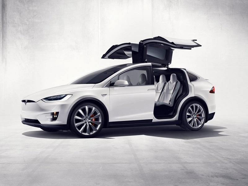 10. خودروسازی تسلا نیز قصد دارد اس یو وی الکتریکی دیگری را به بازار معرفی کند. این اس یو وی با نام تسلا مدل Y معرفی شده و در سال 2020 نیز عرضه خواهد شد.