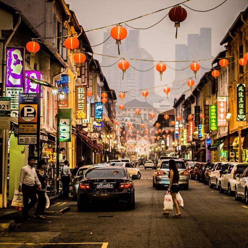 2. سنگاپور – این کشور نیز در مقایسه با سال 2016، یک رتبه ارتقا یافته و رتبه اول خود در سرمایه گذاران اقلیت را حفظ کرده است. سنگاپور مقام دوم را در اجرای قراردادها و مقام 29 را در برطرف سازی قرض ها به دست آورده است.