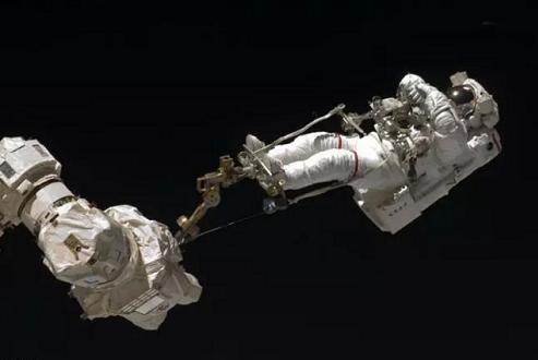 به تماشای جالبترین تصاویر ثبت شده از راهپیمایی فضایی بنشینید