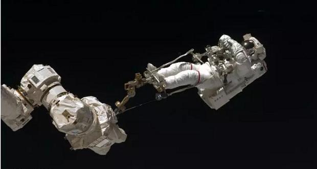 به تماشای جالب ترین تصاویر ثبت شده از راهپیمایی فضایی بنشینید