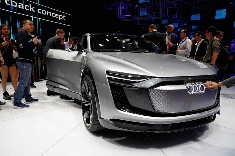 4. آئودی در نمایشگاه خودروی شانگهای از کانسپت ای ترون اسپورت بک تمام الکتریکی نیز رونمایی کرد. این خودرو، نسخه نهایی مدلی خواهد بود که در سال 2019 عرضه می شود.