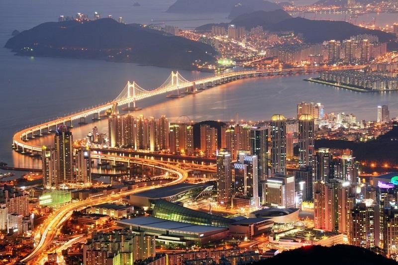 5. کره جنوبی – این کشور از سال گذشته یک رتبه کاهش داشته؛ هرچند که از نظر انرژی الکتریسیته و اجرای قراردادها در رتبه اول قرار دارد. اما از نظر تجارت در مرزها مقام 32 را کسب کرده است.