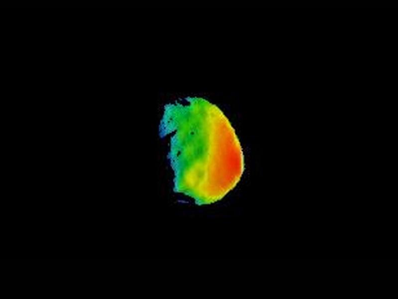 این تصویری از قمر Phobos مریخ است. مدارگرد Mars Odyssey ناسا بالاخره توانست سطح این قمر عجیب را با استفاده از مادون قرمز ثبت کند. محققان این ماموریت با ترکیب این اطلاعات و بررسی های نوری دیگر توانستند تصویری که مشاهده می کنید را خلق کنند. طیف رنگ های مختلف در حقیت دمای مختلف سطح این قمر را نشان می دهد.