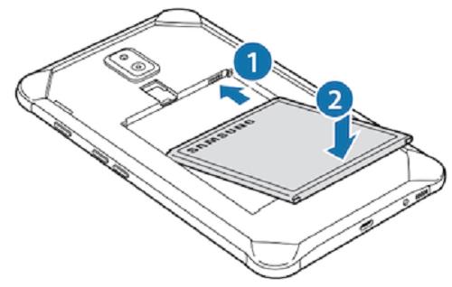 این تصویر مربوط به دفترچه راهنمای این تبلت است که پنل پشتی آن را به نمایش گذاشته و نشان میدهد که باتری قابل تعویض خواهد بود.