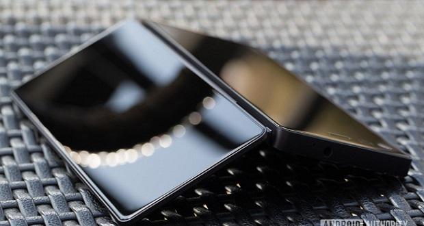 زد تی ای در حال ساخت یک گوشی هوشمند با دو نمایشگر قابل انعطاف است!
