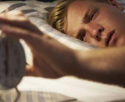 چطور صبح زود بیدار شوید بدون اینکه بخواهید کیفیت خواب را قربانی کنید