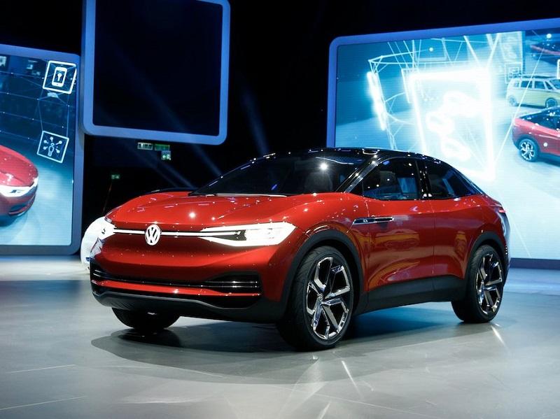 فولکس واگن نیز یکی دیگر از خودروهای الکتریکی این نمایشگاه را معرفی کرد؛ آی دی کراز (I.D. Crozz). این اس یو وی الکتریکی تا سال 2020 به بازارها عرضه می شود و محدوده مسافتی آن با یک شارژ کامل به 310 مایل (498.8 کیلومتر) می رسد.