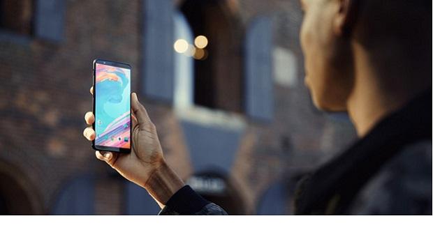 مقایسه ابعاد و وزن: وان پلاس 5 تی در برابر 12 گوشی برجسته موجود در بازار!