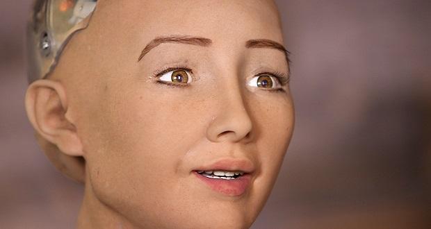 اولین شهروند ربات دنیا تشکیل خانواده می دهد!