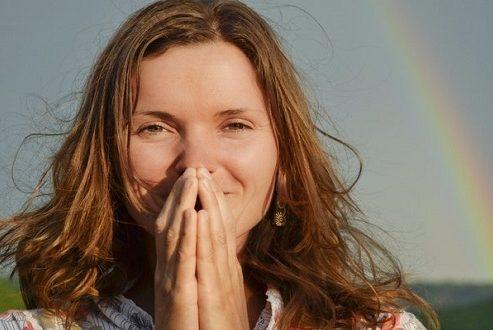 راز خوشحالی در چیست؟ رموزی که حس خوب زندگی را درونتان زنده میکند!