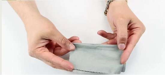 آموزش تمیز کردن صفحه نمایش لمسی
