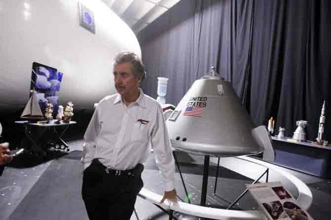 رابرت بیگلو از سرمایه خود، چیزی حدود ۲۹۰ میلیون دلار را برای تاسیس یک شرکت فضایی صرف کرده است. او ماه مه سال ۲۰۱۶، هزینه ۱۷.۸ میلیون دلار را صرف طراحی و ساخت ماژول بیم (BEAM مخفف، Bigelow Expandable Activity Module) کرد. بیگلو امیدوار است که این اتاقک قابل انبساط، بخشی از آینده اکتشافات فضایی شود