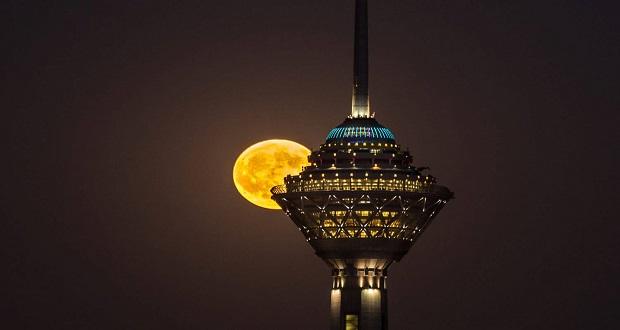 ابرماه یکشنبه ۱۲ آذر و همنشینی ماه با دلبران؛ کی و چگونه ببینیم؟