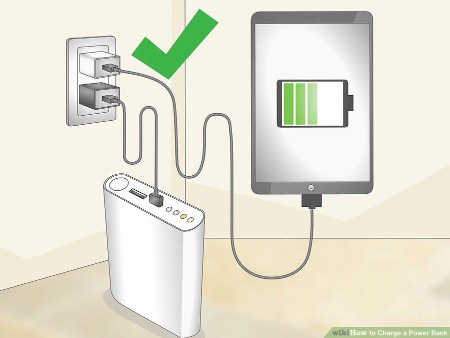 3. دستگاههای الکترونیکی و پاوربانک را همزمان شارژ کنید. زمانی که پاور بانکتان در حال شارژ شدن است، هر دستگاهی را که معمولا با پاور بانک شارژ میکنید، با پریز شارژ کنید. شارژ دستگاهها با پاوربانک، باتری آن را ضعیف میکند. اگر پاور بانک و دستگاههای الکترونیکیتان را همزمان شارژ کنید، مجبور نخواهید بود پس از شارژ شدن پاور بانک از آن استفاده کنید. این کار باعث افزایش عمر باتری پاور بانک و همچنین باتری دستگاه الکترونیکیتان خواهد شد.
