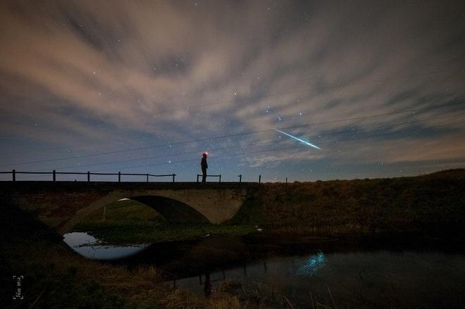 در این تصویر که در ۱۱ دسامبر ۲۰۱۴ توسط بلا پاپ (Béla Papp) در مجارستان تصویر زیر را گرفته شده است، او تلاش داشت پیش از آنکه ابرها آسمات را تیره کنند به طور همزمان از خودش و بارشهای جوزایی تصویری به ثبت برساند و در این امر هم موفق بود.