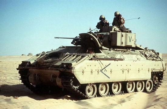 2. خودروی جنگی M-2 BRADLEY
