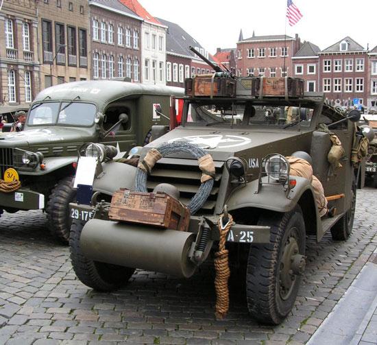 8. خودروی نیمه شنی M-3