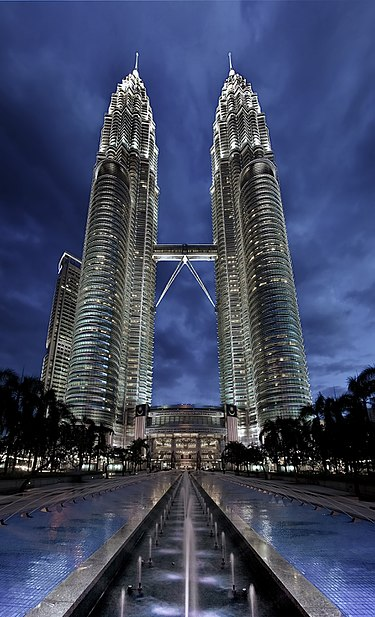 14. برج پتروناس 1 و 2 در کوالالامپور، مالزی