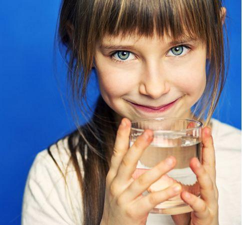 نوشیدن آب از راه های افزایش هوش