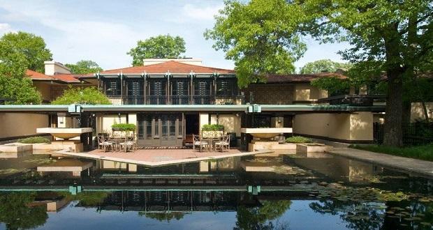 خانه ایوری کونلی (Avery Coonley House) در ریورساید ایلینویز، اثری دیگر از طرحهای رایت است. این بنا 40 هزار مترمربع زمین را پوشش داده و باغها و حوضچههای بزرگ و زیبایی دارد. این شاهکار برجسته به چهار بخش مجزا تقسیم شده است.