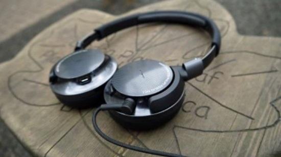 بهترین هدفون از نظر قابلیت کاهش صدا: فیلیپس فیدلیو ان سی 1 (Philips Fidelio NC1)