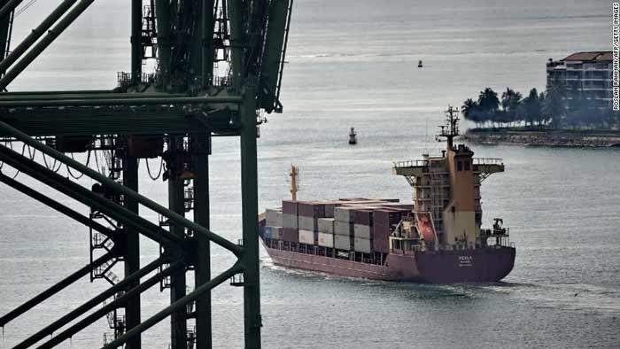 در مه ۲۰۱۷ هم کشتی یواساس فیتزجرالد (دیدیجی-۶۲) که حدود 154 متر طول داشت، با یک کانتینر بزرگ در سواحل ژاپن برخورد کرد و هفت خدمه آمریکایی جان سپردند. نکته قابلتوجه در همهی این سوانح این است که کشتیهای مورد نظر همه دارای سیستمهای رادار، ناوبری پیشرفته و همچنین سیستمهای GPS، سیستم شناسایی خودکار (AIS) و ارتباطات رادیویی بودهاند