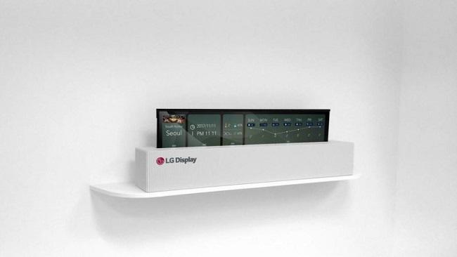 صفحه نمایش 65 اینچی قابل انعطاف این تلویزیون میتواند به شکل یک رول درآمده و در پایهای که برای آن در نظر گرفته شده مخفی شود.