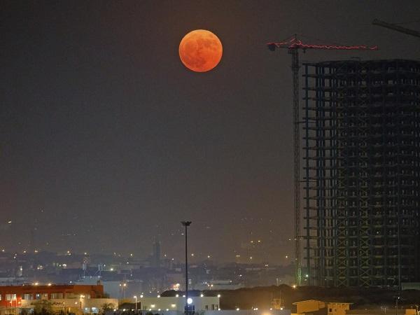 ماه خونین در تهران