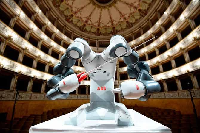 به گفته مقامات چینی، از زمان جایگزین شدن رباتها به جای نیروی کار عادی، تولیدات کارخانههای اسلحهسازی به بیش از پنج برابر افزایش یافته است.