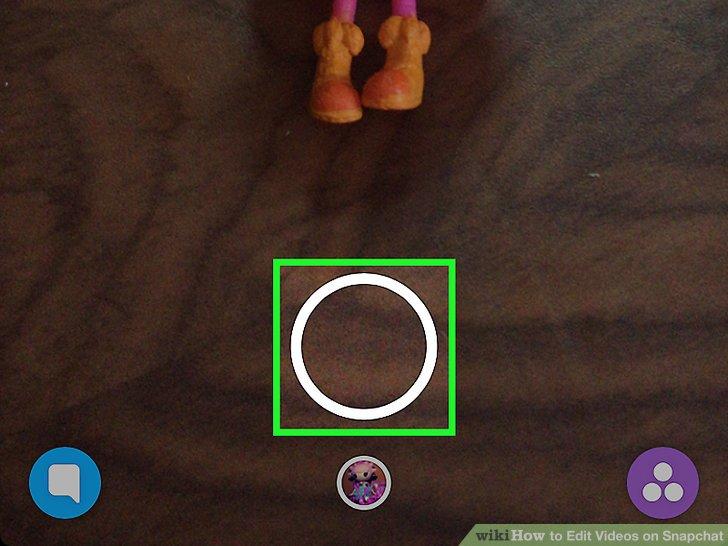 2. بر روی آیکون دایرهای شکل که مخصوص گرفتن ویدیو در اسنپ چت هست، بزنید و انگشت خود را نگه دارید. توجه داشته باشید، حداکثر به مدت ده ثانیه امکان ضبط ویدیو را خواهید داشت.