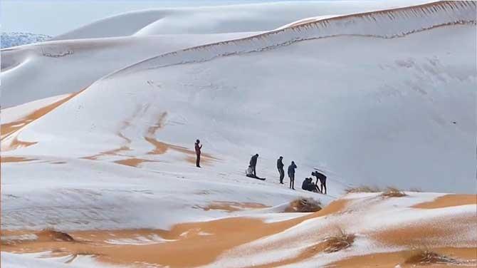 آیا عکس های عجیب بارش برف در صحرای بزرگ آفریقا واقعی است؟
