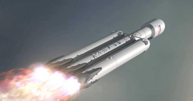موشک فالکون هوی که تا قبل از پرتاب آزمایشهای زیادی را پشت سر خواهد گذاشت، با وجود دو تقویت کننده (بوستر) فالکون 9، حدود 70 متر ارتفاع دارد و دارای یک مرحله اصلی در مرکز خود است. فالکون هوی در مجموع از 27 موتور رپتور بهره میبرد که قادر به حمل محموله هایی به سنگینی حدود 63 تن به مدار پایین است. موشک فالکون هوی یا فالکون سنگین در زمان آماده به کار، تبدیل به بزرگترین و قدرتمندترین موشک جهان میشود