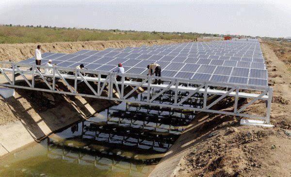 نصب پنلهای خورشیدی جهت کاهش تبخیر آب.