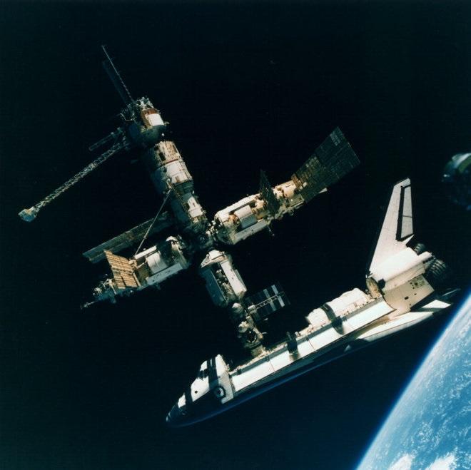 ایستگاه فضایی و شاتل آنتلانتیس