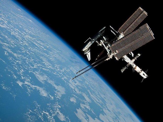 ایستگاه فضایی و شاتل تلاش