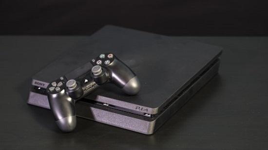 طراحی PS4 اسلیم به همراه گیم پد