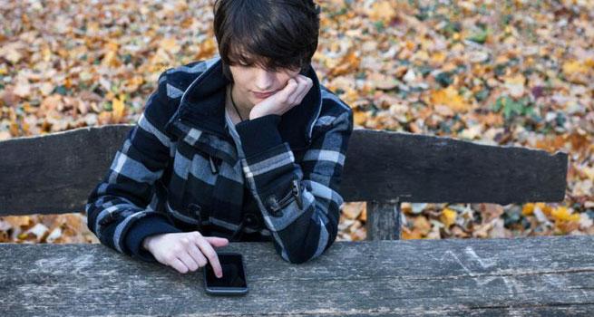استفاده از شبکه های اجتماعی افسردگی و انزوا را به دنبال دارد!