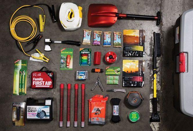 4. بهتر است یک چراغ قوه قوی و باتری اضافه، جعبه کمکهای اولیه، یک بسته کبریت یا فندک و ابزارهای ضروری مثل پیچ گوشتی، آچار و غیره به همراه خود داشته باشد.