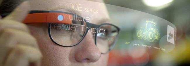 میدانیم که در حال حاضر، عینک های هوشمند وجود دارند، اما چندان کاربردی و خوشایند نیستند. اما عینک های هوشمند امروزی مثل گوگل گلس و هولولنز، تنها نسخههای اولیه هستند.