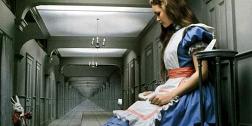 سندروم آلیس در سرزمین عجایب (Alice in Wonderland syndrome)