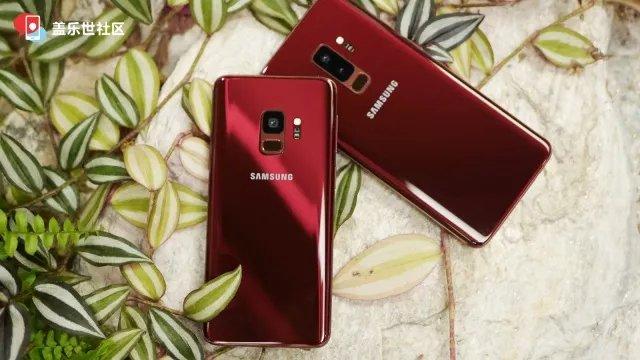 سامسونگ قصد دارد گوشیهای پرچمدار گلکسی اس 9 (Galaxy S9) و گلکسی اس 9 پلاس (Galaxy S9 Plus) را در تنوع رنگی قرمز عرضه کند. امروز تصاویری از نسخهی قرمز این پرچمداران منتشر شده است.
