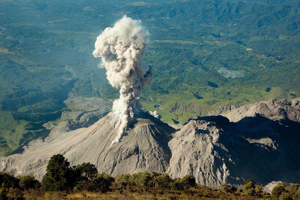 فوران مرگبار آتشفشان در گواتمالا جان صدها نفر را گرفت