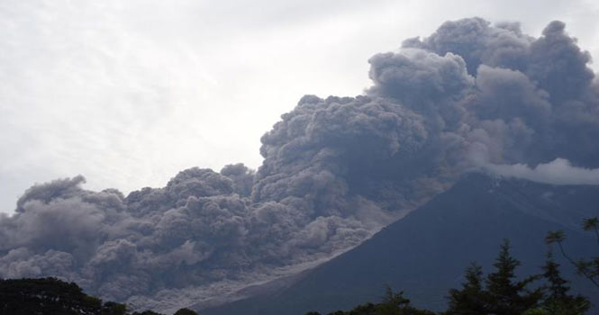 کدام آتشفشان خطرناکتر است ؟ آتشفشان فوئگو در گواتمالا یا کیلاویا در جزایر هاوایی