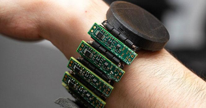 خواندن ذهن انسان با یک دستبند هوشمند؛ جادویی در دنیای فناوری