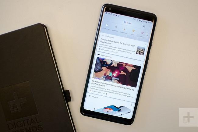 هر دو گوشی اچ تی سی یو 12 پلاس و گوگل پیکسل 2 ایکس ال از صفحه نمایش 6 اینچی و رزولوشن 2880 در 1440 پیکسل برخوردار هستند.